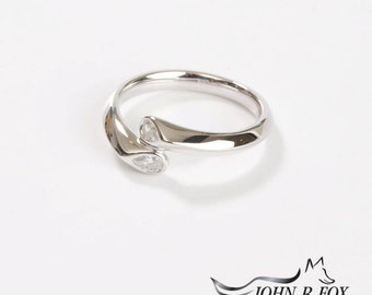 Tulip 18ct Gold & Pear Cut Diamond Ring
