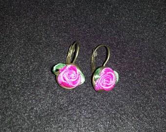 Silk rose earrings, pink roses Klappbrissuren