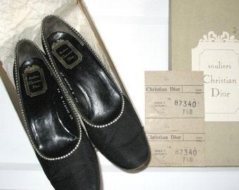 CHRISTIAN DIOR · Original vintage · 1950s · Women's shoes · Pumps · Crepe satin / Satin with decorative rhinestones