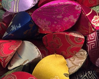 Fortune Cookie Favor Boxes | 100 Silk Fortune Cookie | Place Card Holders | Fabric Fortune Cookie | Asian Chinese Wedding Favor | Multicolor