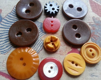 BAKELITE, Lot of 11, Vintage, Buttons. As Found.