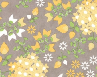 Sundrops - Bouquet in Taupe: sku 29010-14 cotton quilting fabric by Corey Yoder for Moda Fabrics - 1 yard