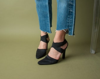 deadstock black criss cross heels / strappy pointed toe shoes / black high heel shoes / 7 / 713s / B2