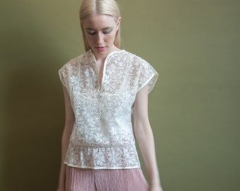 beneath a veil floral lace blouse / tiny collar / sheer cut out blouse / s / 1099t / B18