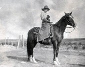 vintage photo 1911 Red Wing Minnesota Cowgirl on Horse Roping Gloves Hat