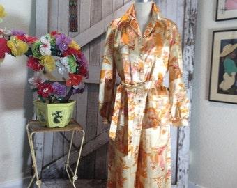 On sale 1970s novelty print pant suit 70s lounge wear size medium Vintage palazzo pants and blouse