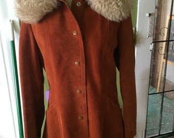Vintage womens 1970's rust colored leather sherpa collar jacket. Size Small