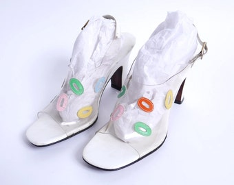 1960s Clear Plastic Heels // Oval Cut Cut Leather Applique // 8 9N