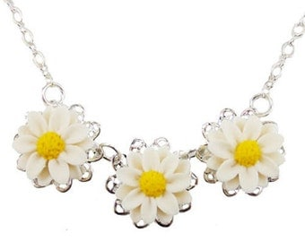 Three Daisy Vintage Style Necklace - Trio Daisy Jewelry Collection