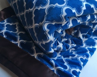 Twin Sized Minky Cuddle Blanket with Moroccan Tile Cobalt Blue and White Modern Geometric Print