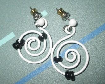 Vintage MOD 80s White Spiral Dangle Earrings