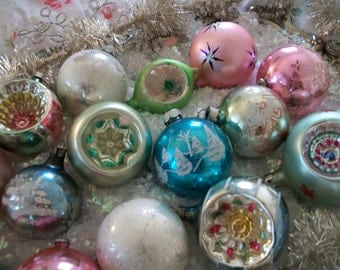 18 pale pastel green, pink, aqua and white old blown glass christmas tree ornaments. indents, glitter, stencils, prettiest pale colors!