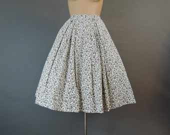 Vintage 1960s Full Skirt Floral Cotton 25 inch waist, 60s White and Tan Pleated Skirt