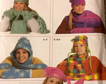 Simplicity 7005 Fleece Accessories, hats, scarf, mittens One Size Uncut