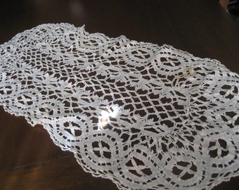 VINTAGE Needle Work Table Runner Doily for re purpose scrap