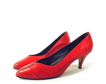 80's vintage RED leather heels // pumps shoes 8 N
