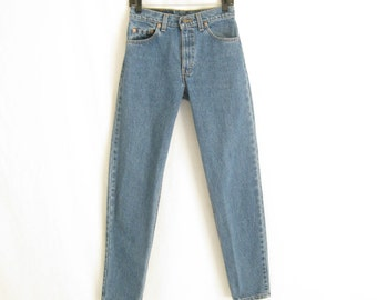 Vintage LEVIS 550  Made in USA Tapered Leg Jeans. Size 29 x 32