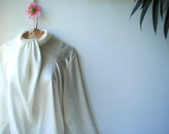 Classy vintage 90s off white , shimmery polyester blouse with a cinched front and collar. Made by  San Andre. Size 14.