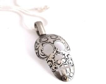 Sugar Skull Spoon Necklace Etched Silverware Jewelry Dia De Los Muertos Day of the Dead Pendant Halloween Skeleton Necklace Spoonerz
