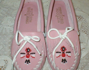 Minnetonka Moccasins Pristine Childs Pink Leather Beaded Native American Indian Shoes Vintage Size 2