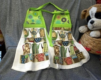 Hanging  Kitchen Terry Tie Towels, Medallions on Lime Print Top