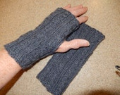 "7"" Gray Fingerless Gloves/Gauntlets"