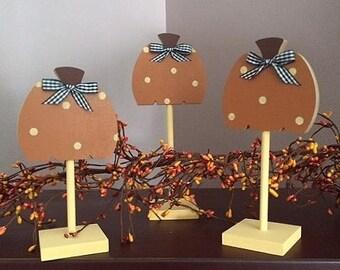 Pedestal pumpkins, set of 3 standing