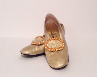 Vintage 1960's shoes // metallic gold heels // Pearl and gold buckle