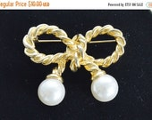 On Sale Pretty Vintage Bow Faux Pearl Brooch, Gold tone