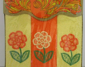 Vintage Orange and Yellow 1960s Flower Power Boxed Set Fingertip Towels NOS Barth and Dreyfuss of California 3 Towels
