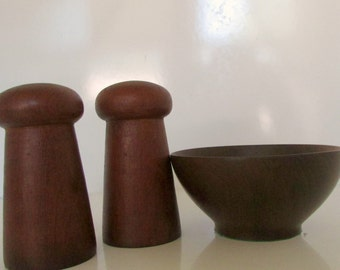 Mod 60s danish modern Vintage Winsome Teak Wood Salt & Pepper Shakers  and bowl
