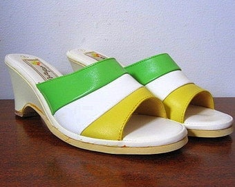 Vintage 70s Deadstcck Slide Wedge Mule Sandals in Green White and Yellow Size 8