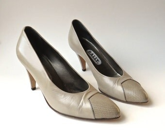 80s vintage Bally Taupe Leather Pumps with Embossed Snakeskin