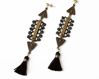 Lace earrings - ZENITH - Black or white lace with fringe tassels and vintage brass chain