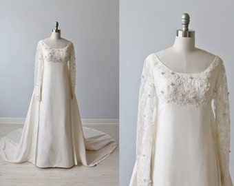 Lace Wedding Dress / Long Sleeves / 1960s Wedding Dress /A-line Sheath / Detachable Train / Grace