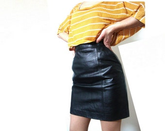 80s leather skirt / pockets / mini / black / high waist / small