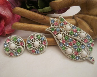 Vintage retro white enamel color crystals flower jewelry, tulip pin flower earrings, pastel color crystals big brooch pin clip earrings set