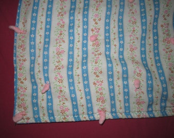 Vintage 1960s/70s Cotton Turquoise and Pink Floral Tied Crib Quilt in Great Condition
