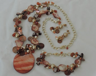 Gifts from the sea JEWELRY SET, necklace with pendant and charms, bracelet with charms, earrings, shells, mother of pearl