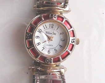 """Watch 1990s Willow Bay Red Enamel Face 1 """" diam  Silver Tone Expandable Wrist Band Working"""