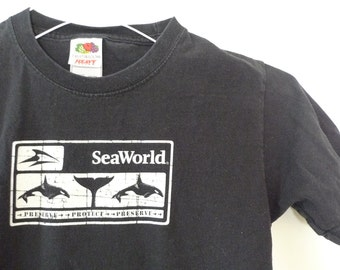 """Vintage Seaworld TShirt Whales Dolphins Fish Black Cotton Tee Shirt. Nature Wildlife Short Sleeved Top 32""""chest 23""""long Preserve Protect"""