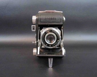 Vintage Welta Folding Camera in 35mm. Made in Germany. Circa 1930's.