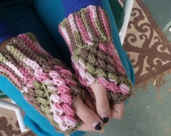 Fingerless gloves, ladies camo gloves, camoflauge fingerless gloves, camoflauge wristers