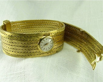 Circa 1950's Ladies Gubelin Bracelet Watch in 18KT Yellow Gold.