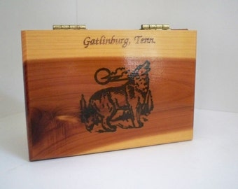Vintage Collectible Memorabilia Souvenir Wood Wolf Box Trinket Box Tennessee