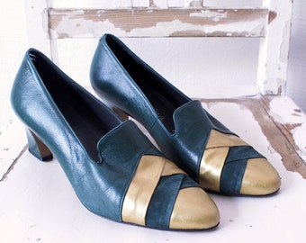 70s shoes. forest green and gold shoes. leather pumps. dark green shoes. 70s heels - euro 37.5, uk 4.5, us 7