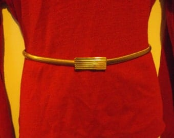 Flat Gold Snake Belt With Ribbed Buckle
