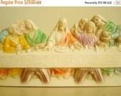 The Last Supper wall plaque, Jesus and disciples, cream colored plaster plaque with green, yellow, lavender and aqua paint, religious art
