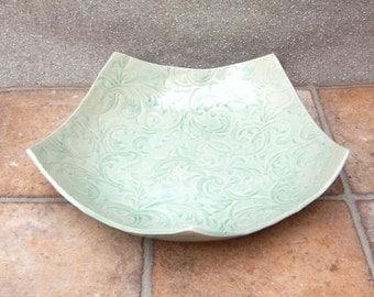 Centrepiece large dish fruit bowl in textured stoneware