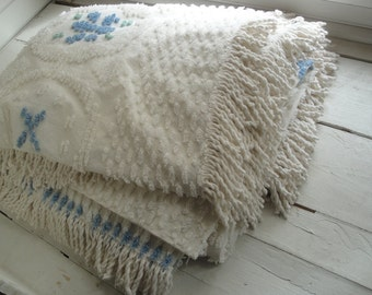 Vintage Chenille Bedspread White Flowers Blue Twin